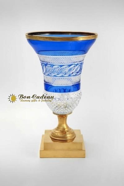 Две вазы из белого и синего хрусталя (Эрмитаж)