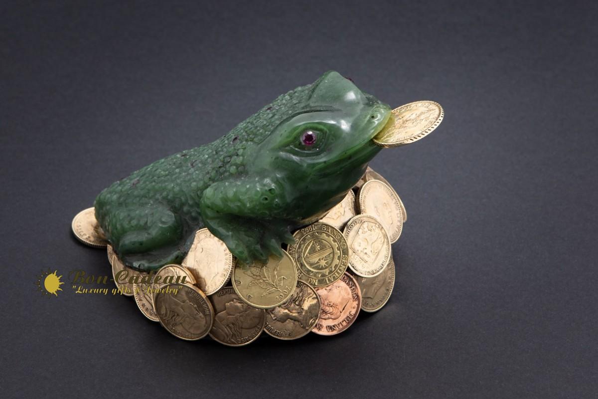 Денежная трёхлапая жаба (нефрит)