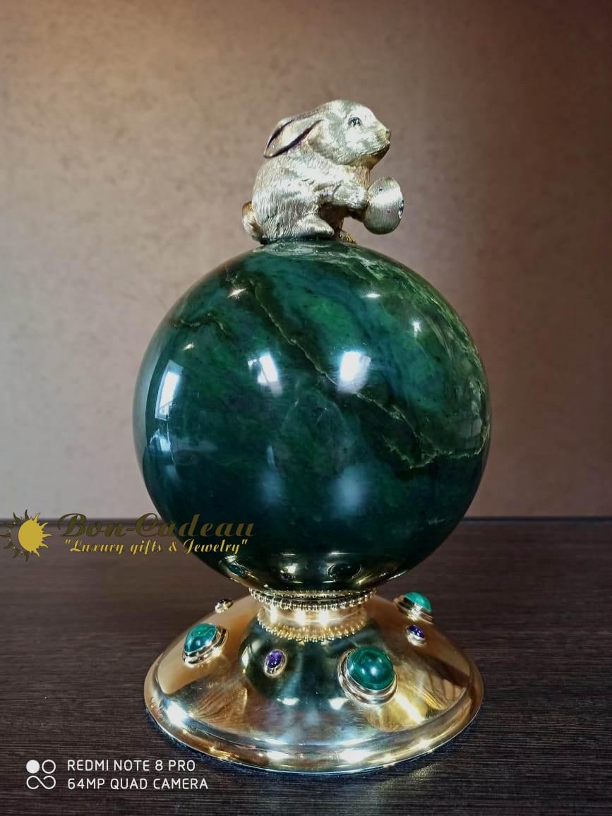 Пасхальный Заяц на шаре (серебро, нефрит, аметист)