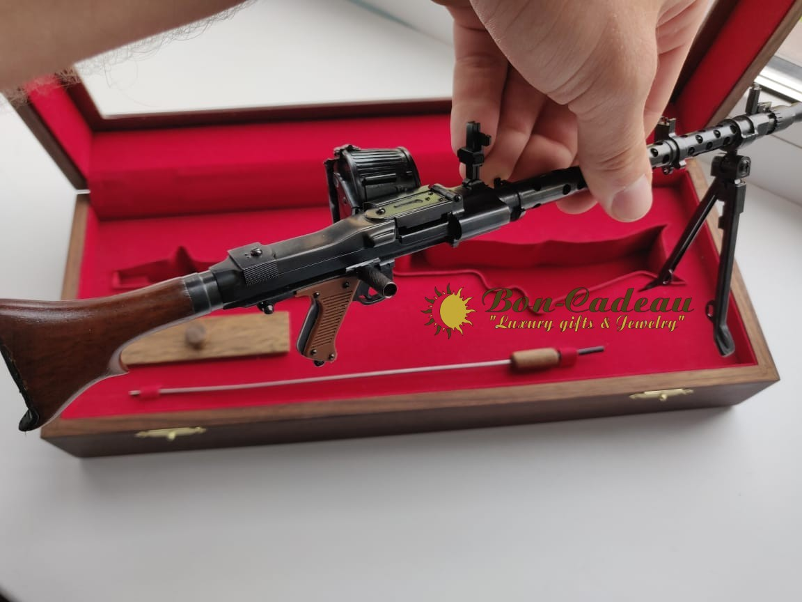 Действующий немецкий пулемет MG-34 (1:4)