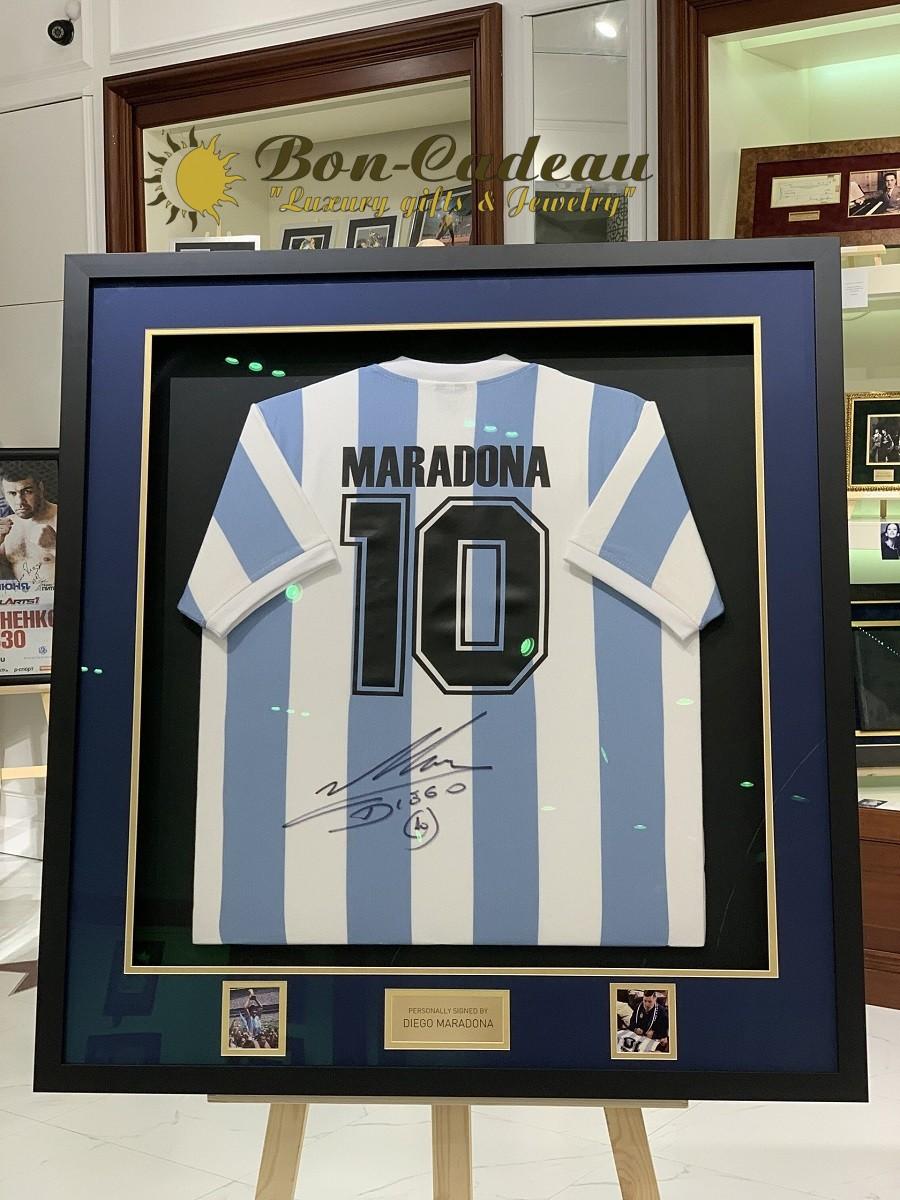 Автограф Диего Марадона (на футболке)
