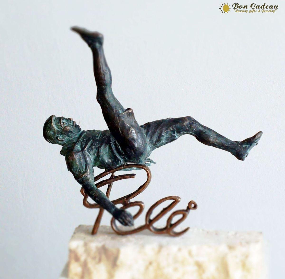 Скульптура из бронзы Пеле