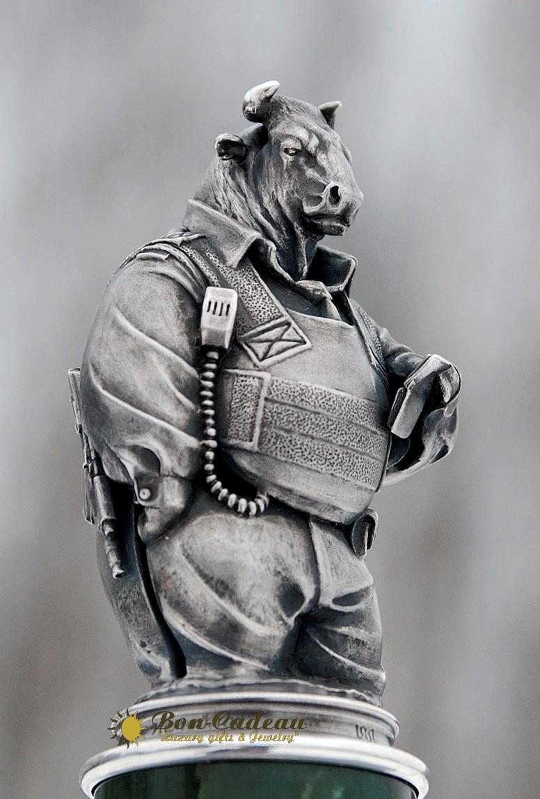 Статуэтка Бык в разгрузке (серебро, нефрит)