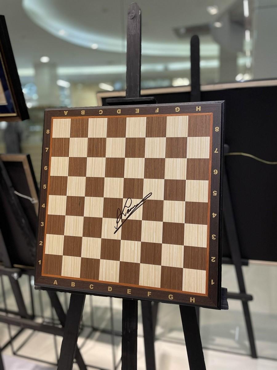 Анатолий Карпов (Шахматная доска с автографом)