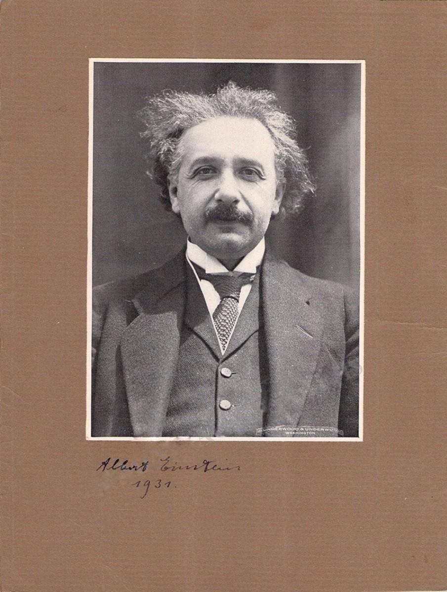 Автограф Альберта Эйнштейна (на фото)