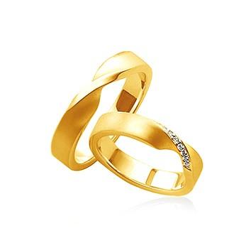Обручальное кольцо в форме ленты Мебиуса