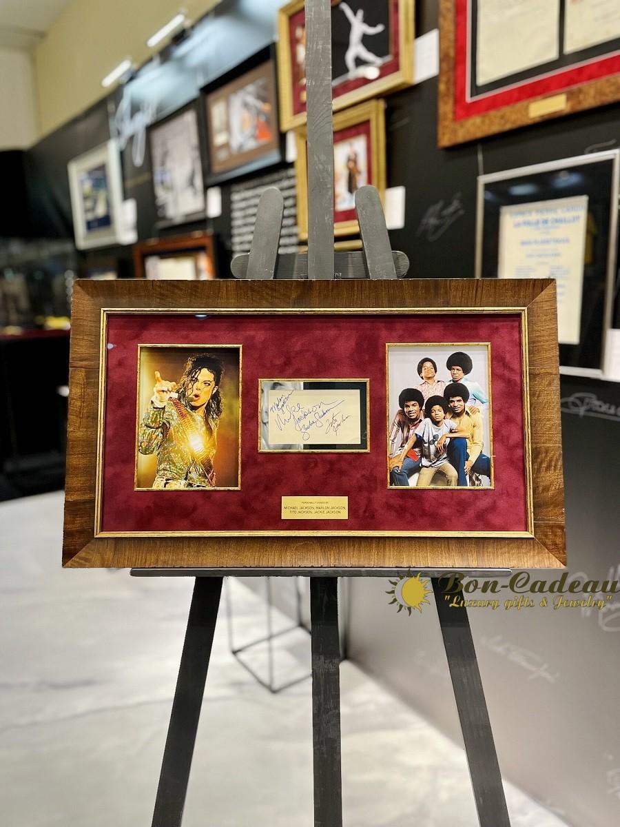 Автографы Марлона Джексона, Майкла Джексона, Тито Джексона, Джеки Джексона (на карточке)