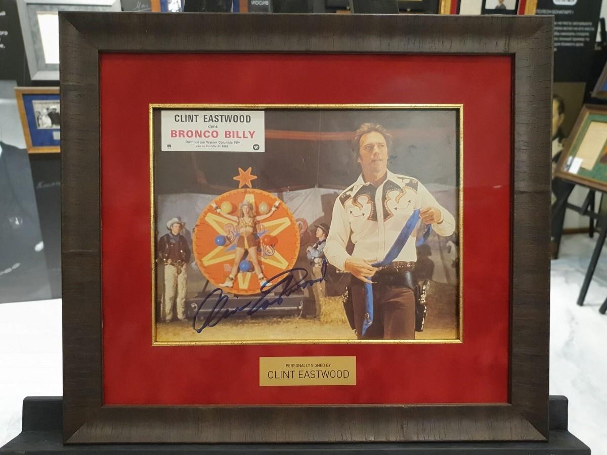 Автограф Клинта Иствуда (на фото)