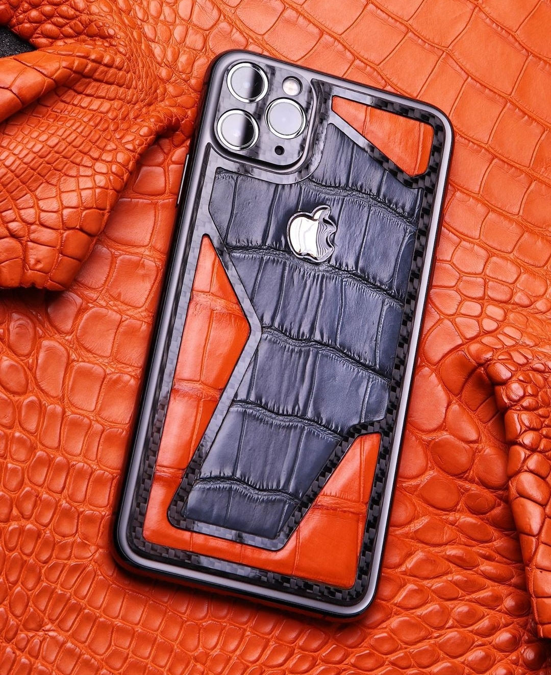 Чехол из кожи крокодила на iPhone 11 pro